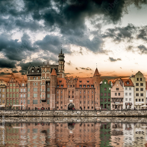 Zdjęcia na płótnie, fototapety na wymiar, obrazy na ścianę : views of the waterfront in Gdansk