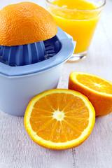 presse-fruit et oranges