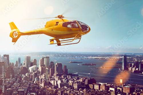Foto op Canvas Helicopter Helicopter Flight