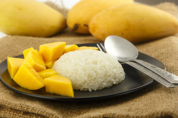Thai dessert - Fresh Mango with sticky rice