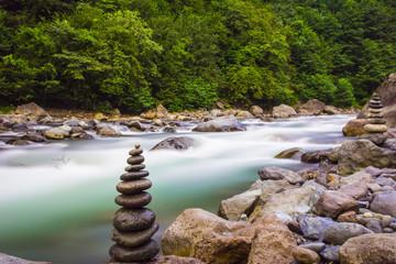akarsu ve zen taşları