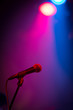 Leinwanddruck Bild - A band stage microphone highlighted by a pink and blue light
