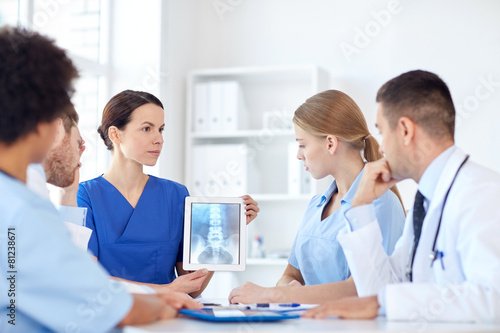group of doctors with x-ray on tablet pc at clinic © Syda Productions
