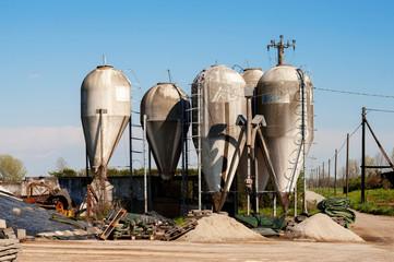 Sili agricoli di metallo