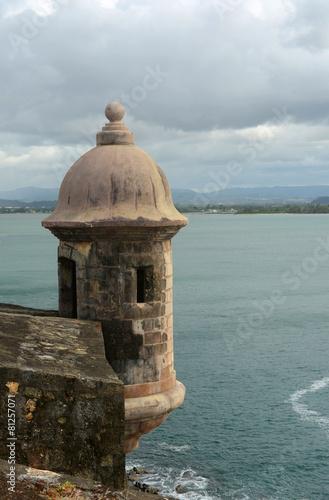 Fotobehang Caraïben Sentry Box at Castillo San Felipe del Morro, San Juan