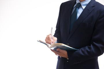 青い手帳を持つビジネスマン