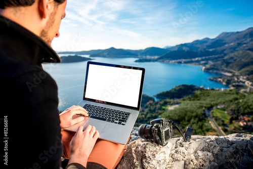 Man with laptop on the top of mountain - 81266814