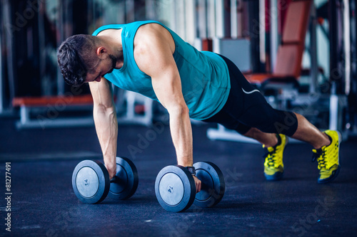 Tuinposter Gymnastiek Crossfit instructor at the gym doing pushups