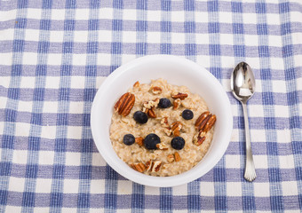 Oatmeal with Blueberries and Pecans