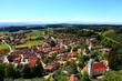Dorf mit Kirchturm - 81294219