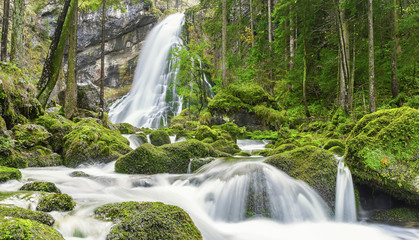 Wasserfall mit Wildbach