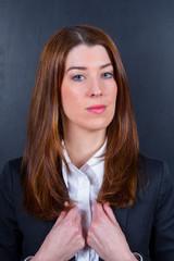 Junge Geschäftsfrau stolz