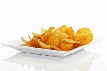 Chili Chips auf weissem Teller