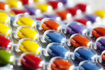 Bunte Pillen in Blister Verpackung