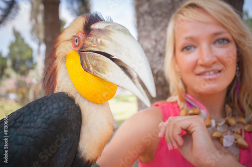 Deurstickers Toekan girl holding on a hand beautiful toucan