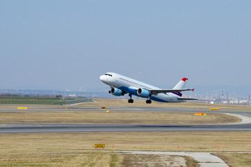 Passagierflugzeug beim Abheben