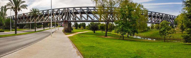 Mérida, Badajoz, España, puente ferroviario de hierro