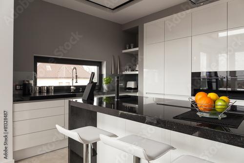 Leinwanddruck Bild Black and white kitchen design