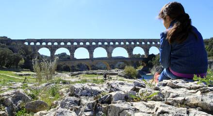 détente au pont du Gard