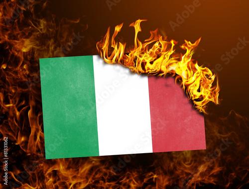 Leinwanddruck Bild Flag burning - Italy