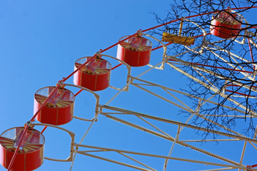 Фрагмент колеса обозрения в парке отдыха