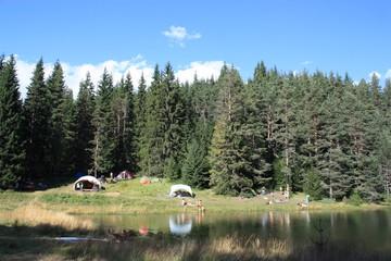 camping au bord d'un lac