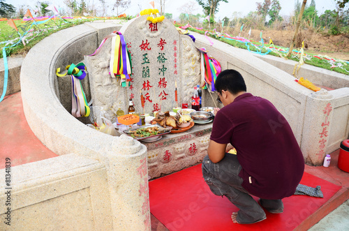 Fotobehang Begraafplaats Ceremony of Ancestor Worshipping and Sacrificial offering