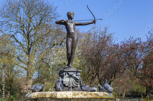Leinwanddruck Bild Artemis Fountain in Hyde Park