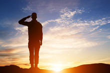 """Постер, картина, фотообои """"Soldier salute. Silhouette on sunset sky. Army, military."""""""