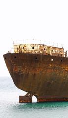 Detalle del barco abandonado en Los Mármoles, Arrecife