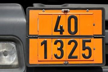 Gefahrentafel mit Gefahrnummer 40 | UN-Nummer 1325 >>> ENTZÜNDBARER ORGANISCHER FESTER STOFF, N.A.G.