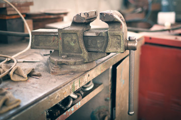 Vise on the workbench in the production hall