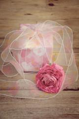 Grußkarte - Geschenk mit Blüte