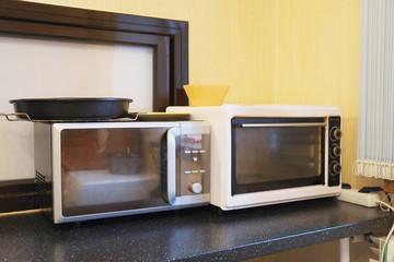 Empty microwave oven