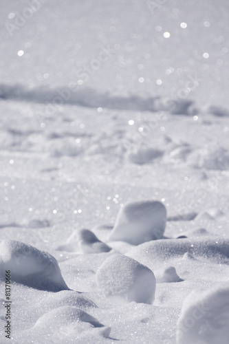 clumps of snow, winter - 81370666
