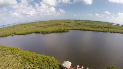 sobre vuelo manglar selva lagunas y mar