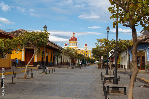 Fotobehang Centraal-Amerika Landen La Calzada street view from Granada, Nicaragua