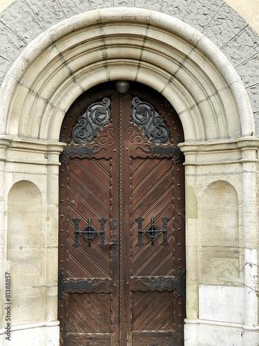 stare ozdobne drzwi