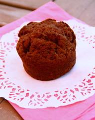 muffin au chocolat noir,isolé