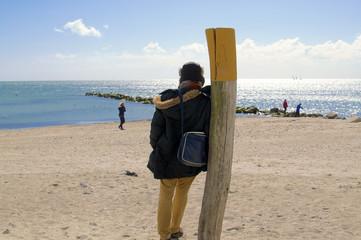 Am Strand stehen