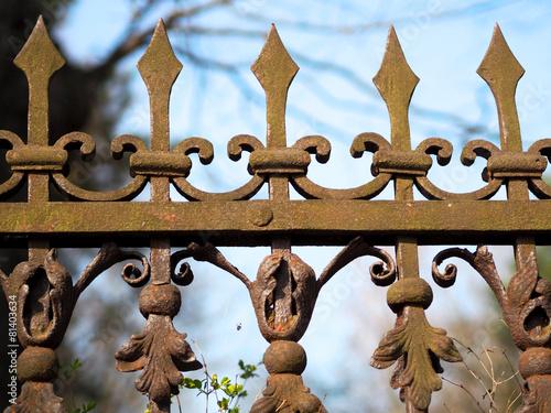 Leinwanddruck Bild Alter schmiedeeiserner Zaun