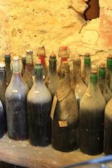 vecchie bottiglie di vino vuote