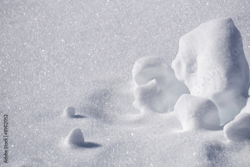 clumps of snow, winter - 81412052