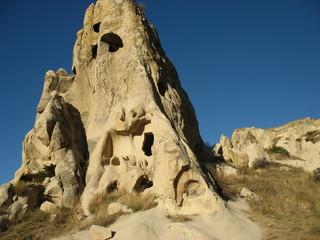 Древние пещерные дома в горах Каппадокии