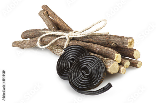 Papiers peints Confiserie Licorice roots and licorice black on the white