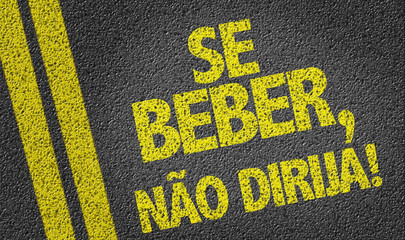 If you Drink, Don't Drive (in Portuguese) written on the road