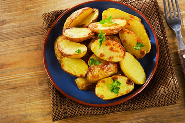 Fried potato with   herbs .
