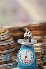 高齢の夫婦とお金の価値