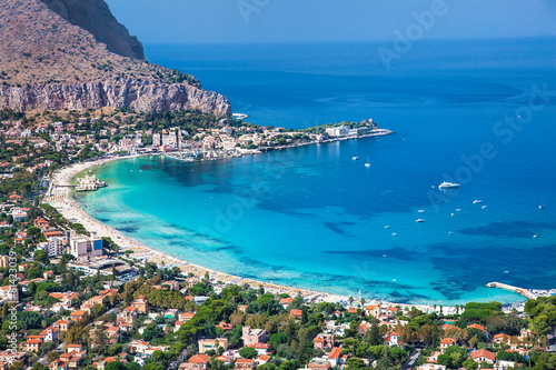 Plexiglas Mediterraans Europa Panoramic view of Mondello white beach in Palermo, Sicily.