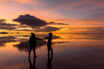 ミラーレイク・ウユニ塩湖の夕景